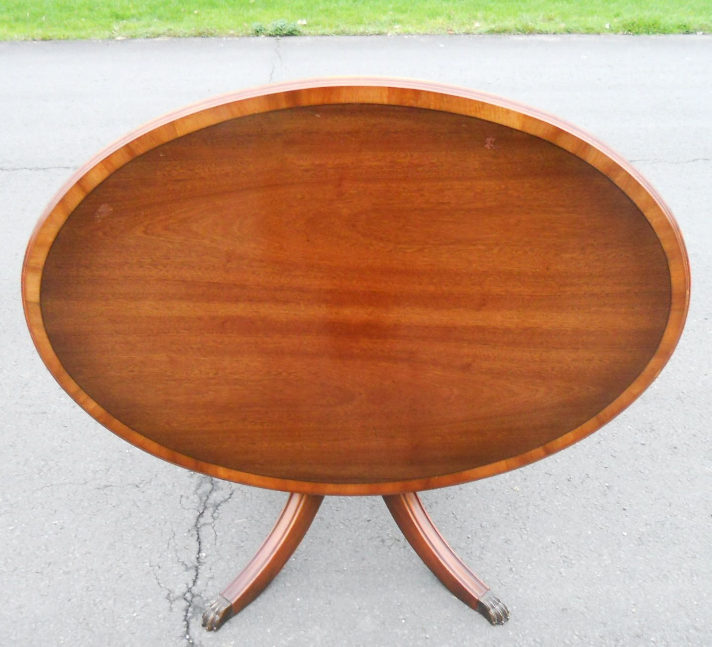 Oval Pedestal Coffee Table: Large Oval Mahogany Pedestal Coffee Table